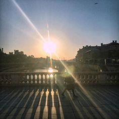 October #morning #sunshine #crossing the #river #bridge #PontauChange #autumn in #Paris (at Pont au Change)