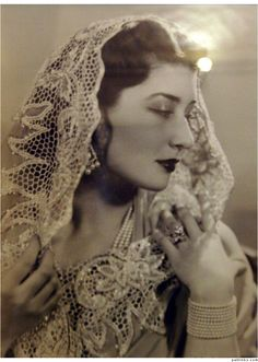 Niloufer Farhat Begum Sahiba (b January 4, 1916) was one of the last princesses of the Ottoman Empire. She was married to the second son of the last Nizam of Hyderabad in India Moazzam Jah. She was judged one of the 10 most beautiful women in the world. She died in Paris on June 12, 1989. - ♥ Rhea Khan