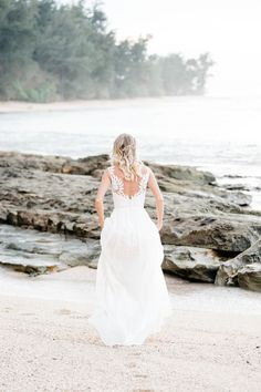 276b296a3872 Carly Wedding Dress Chantel Lauren Brach Wedding Hawaii Bohemian boho blush  bride modern braid hairstyle Hawaii
