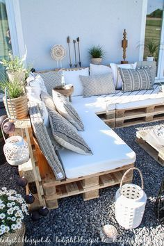 After 5 years it is finally here - the pallet lounge - lady-stil.de - Build your own pallet lounge, decorating ideas for the terrace and garden, Best Picture For decor - Pallet Lounge, Pallet Sofa, Pallet Couch Outdoor, Pallet Benches, Pallet Bank, Pallet Seating, Pallet Walls, Pallet Tv, Pallet Garden Furniture