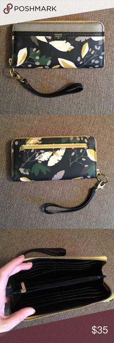 Selling this NWOT Fossil wallet/wristlet on Poshmark! My username is: mlg217. #shopmycloset #poshmark #fashion #shopping #style #forsale #Fossil #Handbags