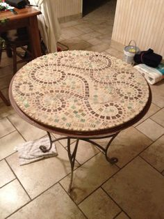 Mosaic Glass, Stained Glass, Mosaic Furniture, Outdoor Tables, Outdoor Decor, Mosaic Crafts, Repurposed Furniture, Arabesque, Decoupage
