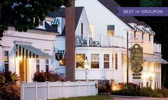 Historical Maine inn along the Atlantic Ocean features hot tubs, three onsite restaurants, colonial decor, and live entertainment