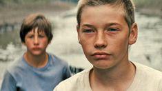 """MUD, SUR LES RIVES DU MISSISSIPPI de Jeff Nichols / Du très bon cinéma indépendant américain. On pense aux """"Contrebandiers de Moonfleet"""" de Fritz Lang. Un récit d'initiation de deux adolescents dans le sud des Etats-Unis, interprété par deux jeunes acteurs plus vrais que nature et par l'acteur qui monte, qui monte, qui monte : Mathew McConaughey. Un film à voir d'urgence !"""
