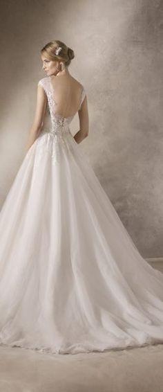 gefunden bei HAPPY BRAUTMODEN Brautkleid Hochzeitskleid elegant edel spanisch La Sposa LaSposa fließender Rock Spitze tiefer Rücken