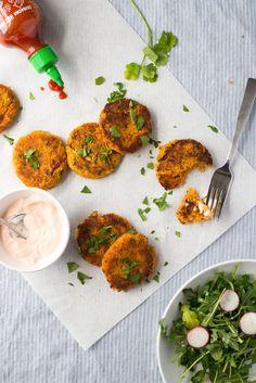 Sweet Potato-Chickpea Patties Sweet Potato Patties, Sweet Potato Fritters, Chickpea Fritters, Chickpea Patties, Chickpea Cakes, Vegetarian Recipes, Cooking Recipes, Healthy Recipes, Weeknight Recipes