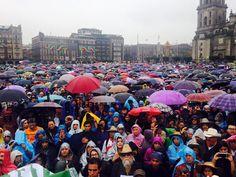 Crónica de la marcha por Ayotzinapa, a un año de la desaparición forzada de 43 y asesinato de 3 normalistas