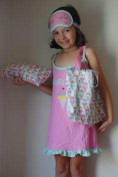 Kit festa do Pijama da: www.caprichosemimos.com.br