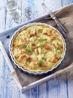 Quiche met gerookte zalm - Tante Fanny 1 quichevorm Ø etwa 26 cm: 1 rol Tante F. Dutch Recipes, Cooking Recipes, Quiches, Fish Pie, Good Food, Yummy Food, Oven Dishes, Fish And Meat, Quiche Lorraine
