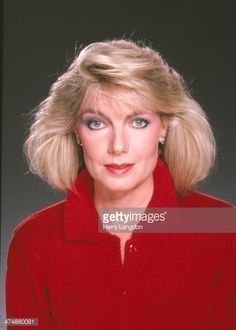 Actress Susan Sullivan poses for a portrait in 1986 in Los Angeles, California. Get premium, high resolution news photos at Getty Images Falcon Crest, Susan Sullivan, Still Image, Poses, Actresses, Portrait, News, Female Actresses, Men Portrait