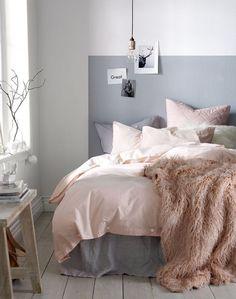 chambre grise et rose et décoration pour adulte avec linge de lit