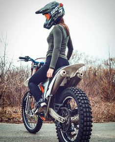 via @tally.moto _ _ _ #ridingsexy # #bikelife #stance #bike #worldwide #sexy #sunday #sundayfunday #guns #cargirl #cars #sundayfunday #photooftheday #stuntgirls # #live #biker #rideordie #love #cargirl #guns #pewpew #audi