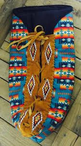 Related image Native American Baby, Native American Tools, Native American Decor, Loom Beading, Beading Patterns, Baby Moccasin Pattern, Indian Beadwork, Nativity Crafts, Beaded Bags