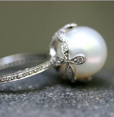 Beautiful pearl ring. Love the flower-shaped setting.
