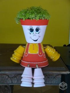 animais feitos de vasos de ceramica - Pesquisa Google Brick Crafts, Painted Clay Pots, Painted Flower Pots, Flower Pot Crafts, Flower Pot Art, Clay People, Garden Crafts, Garden Art, Clay Pot Projects