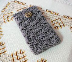 Funda de móvil en ganchillo por PitusasyPetetes en Etsy, €10.90