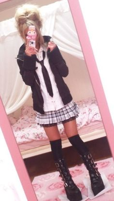 I want boots like this. I'm also envious of her style. I see so many cute coord pics of hers on Tumblr.