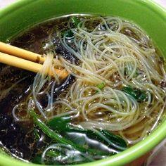 Noodles de Arroz con Espinaca y Hongos Portobello