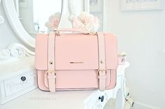 Just love this pink handbag! Totally SELF!!
