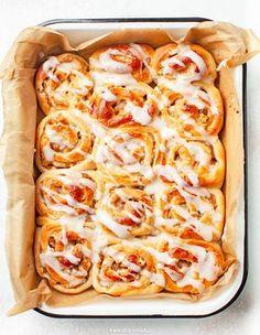 Bułeczki cynamonowe z jabłkami Cake Recipes, Snack Recipes, Dessert Recipes, Snacks, Cinammon Rolls, Yummy Food, Tasty, Aesthetic Food, Food Cakes