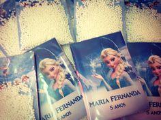 Convite Frozen, divertido que simula floquinhos de neve, seus convidados vão amar e se divertir já com o convite, imagine na festa!!! <br>Impressão digital em papel couché 180gr