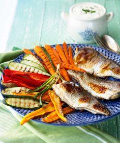 Grilled fish and vegetables - Kalaa ja kasviksia grillissä, resepti – Ruoka. Grilled Fish, My Cookbook, Food Goals, Recipies, Food And Drink, Vegetables, Ethnic Recipes, Summer, Recipes