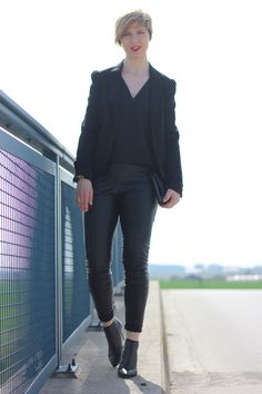 Black fake leather, schwarzes Kunstleder, Blazer, Top, friday night, dorothee schumacher, BOSS Orange, 40plus