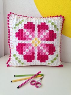On this page you'll find links to (my) – free – crochet patterns and tutorials that I've published so far. An overview of my non-crochet projects (patterns/tutorials) can be… Crochet Pixel, Diy Crochet And Knitting, C2c Crochet, Crochet Quilt, Manta Crochet, Crochet Diagram, Crochet Home, Crochet Crafts, Crochet Squares