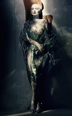 Kate Moss is cast in the shadows and caught in the storm 'Painted Lady' a tale of high fashion art by Paolo Roversi, W Magazine, April 2015 Paolo Roversi, Kate Moss, Foto Fashion, Trendy Fashion, Fashion Art, Fashion News, Natalia Vodianova, Christian Dior, High Fashion Photography