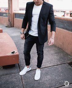 Men's Outfit Idea: Black Blazer, Distressed Jeans and White Sneaker | #streetstyle #streetwear #menstreetstyle
