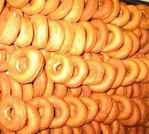 Smultringer-glutenfrieJyttemjøl er en fiberrik melblanding naturlig fritt for gluten. Det vil si ... Creative Cakes, Fritters, Favorite Holiday, Hot Dogs, Sausage, Meat, Ethnic Recipes, Food, Christmas
