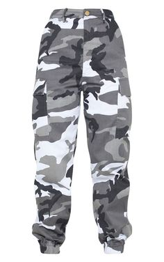 The Petite Grey Camo Printed Cargo Trousers. Head online and shop this season's range of petite at PrettyLittleThing. Plaid Fashion, Fashion Pants, Cute Girl Outfits, Cool Outfits, Pretty Outfits, Camo Pants Outfit, Combat Pants, Tumblr Outfits, Cool Jackets