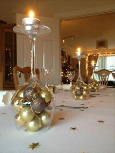 Creative Decor 59681 table decoration for christmas, wine glasses, balls and golden stars Diy Christmas Decorations, Simple Christmas, Christmas Diy, Christmas Ornaments, Deco Table Noel, Decoration Table, Creative Decor, Creative Ideas, Yule