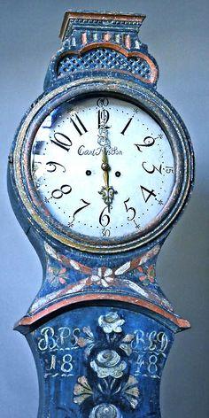 Swedish mora 'grandmother' clock