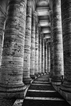 St. Peter's colonnade, Rome - ph. by Mario Pignotti