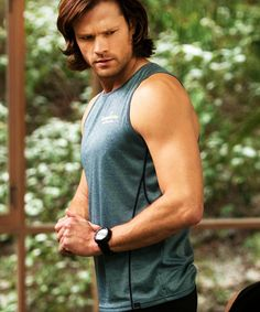Dear lord... pure arm porn. Jared Padalecki on the next episode of #Supernatural The Purge 9x13