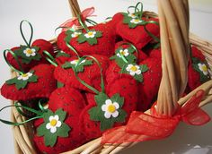 ♥♥♥ Moranguinhos para a festinha da  Ana Julia... by sweetfelt \ ideias em…