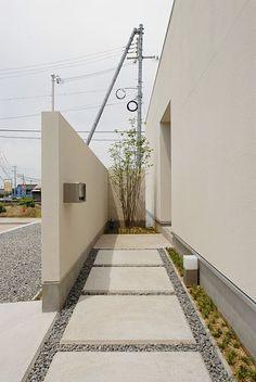 アプローチ Small House Interior Design, Home Design Decor, House Design, Concrete Patio Designs, Daddy's Home, Driveway Design, Deck Decorating, Home Upgrades, Modern Landscaping
