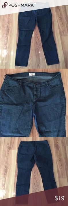 """☀️Old Navy Sweetheart Jeans Size 18 ☀️Old Navy Sweetheart Jeans Size 18 Regular. Measures 40"""" length from top of waist to bottom. Waist measures 21.5"""" across. 83% Cotton 16% Polyester 1% Spandex. Old Navy Jeans Straight Leg"""