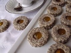 Keksz Blog: Mákos linzer narancslekvárral Doughnut, Biscuits, Muffin, Dessert Recipes, Breakfast, Blog, Crack Crackers, Morning Coffee, Cookies