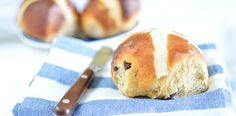 Quick Focaccia Bread - with Video - Saucepan Kids Saucepan Kids Cross Buns Recipe, Bun Recipe, Baking Buns, Hot Cross Buns, Great British Bake Off, Golden Syrup, Tray Bakes, Raisin, Kids Meals