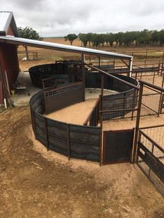 Ranch Farm, Ranch Life, The Ranch, Cattle Ranch, Show Cattle Barn, Round Pens For Horses, Cattle Corrals, Horse Barn Designs, Farm Layout