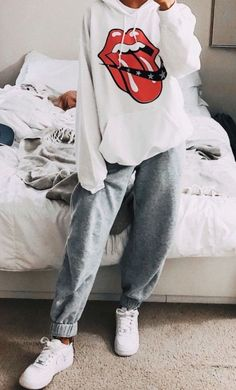 Sweatshirt Outfit, Cute Sweatpants Outfit, Cute Lazy Outfits, Trendy Outfits, Teen Fashion Outfits, Outfits For Teens, Jugend Mode Outfits, Stylish Hoodies, Aesthetic Clothes