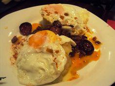5 bares de tapas para ponerse ciego en Madrid | DolceCity.com Madrid, Chicken, Breakfast, Food, Tapas Bar, Slip On, Elopements, Viajes, Morning Coffee
