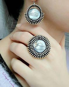 Diy Zipper Jewelry, Zipper Bracelet, Zipper Crafts, Jewelry Crafts, Jewelry Art, Jewelry Design, Textile Jewelry, Fabric Jewelry, Handmade Necklaces