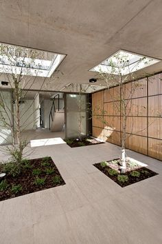 This sequence of perforations allows the entry of natural light and air in every room of the house, while it makes the interior space becomes an extension of the outdoor space. - Model Home Interior Design Landscape Architecture, Interior Architecture, Landscape Design, Open Space Architecture, Landscape Pavers, Design Exterior, Interior And Exterior, Outdoor Spaces, Outdoor Living