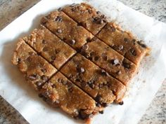 Fast Paleo Chocolate Chip Cookie Dough Larabar - Paleo Recipe Sharing Site- Simple tasty to stick to the low fructose diet just ditch the dates Gluten Free Chocolate Chip Cookies, Chocolate Chip Cookie Dough, Paleo Dessert, Healthy Sweets, Healthy Snacks, Dessert Recipes, Real Food Recipes, Yummy Food, Tasty