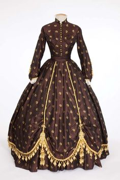 """Elizabeth Taylor """"Susanna Drake"""" brown period dress with brown cape from Raintree County. (MGM, Costume design by Walter Plunkett. Hollywood Costume, Hollywood Dress, Hollywood Fashion, Historical Women, Historical Clothing, Elizabeth Taylor, Queen Elizabeth, Victorian Fashion, Vintage Fashion"""