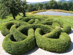 Der Knotengarten ist in Form eines endlosen Bandes angelegt. Das bedeutet, dass das Muster keinen Anfang und kein Ende hat – es soll die Ewigkeit darstellen.