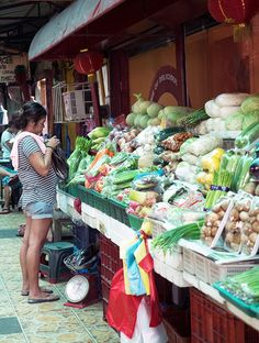 The Oldest Chinatown in the World, Binondo. Chinatown Food Tour Manila – A feast of deliciousness can be found around every corner. Intramuros, Lumpia, Manila, Oysters, Philippines, Corner, Tours, Eat, South America